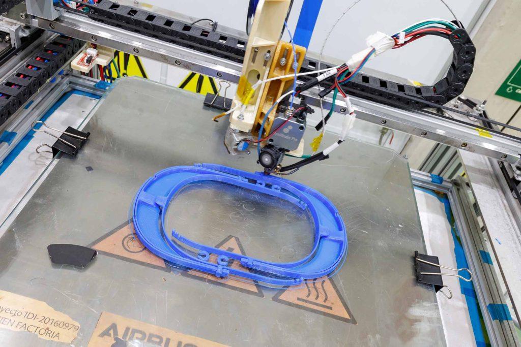 Airbus, COVID-19 ile Mücadelede 3D Baskı Yüz Koruma Siperi Üretiyor