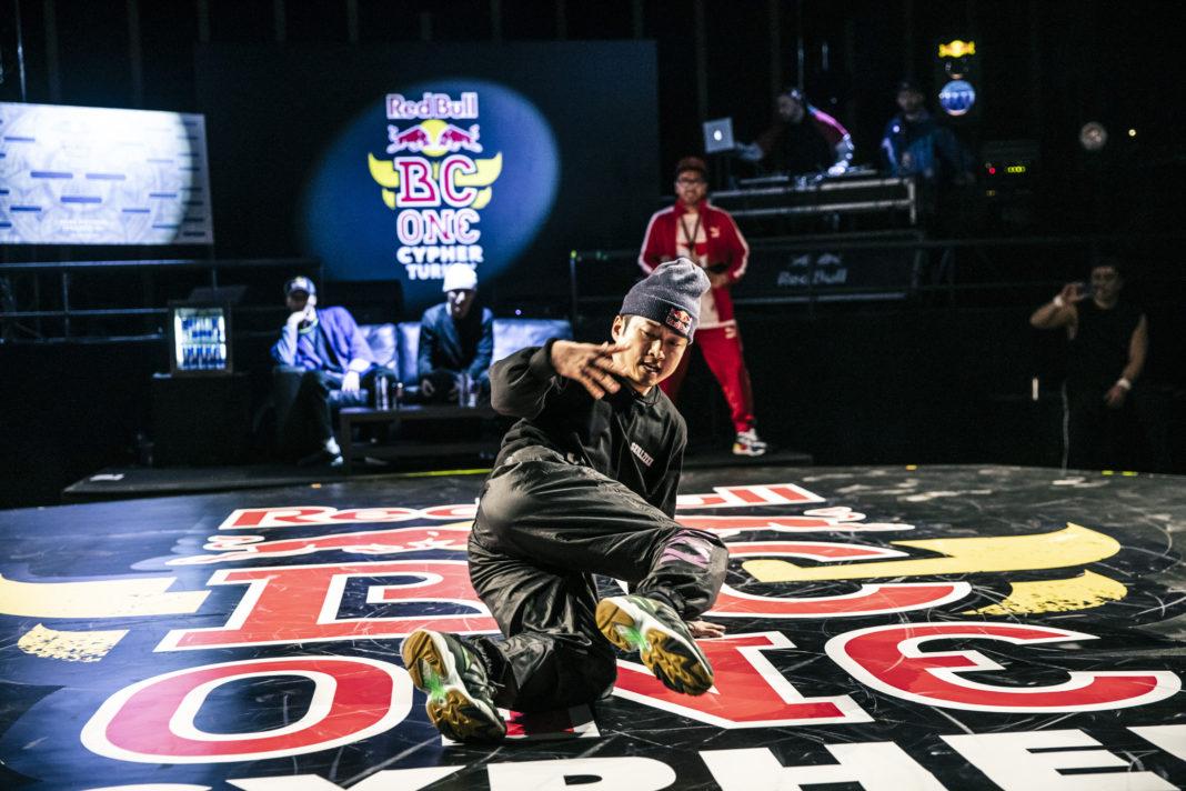Dünyanın en prestijli breakdans yarışması Red Bull BC One bu yıl ilk kez online mecrada da bir yarışma düzenleyecek