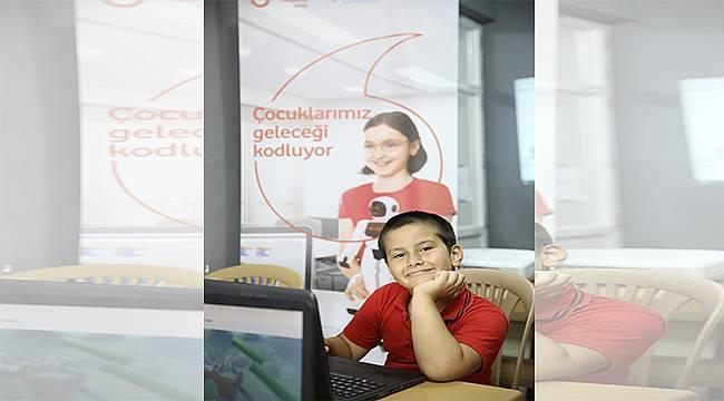 """Türkiye Vodafone Vakfı ve Habitat Derneği işbirliğiyle yürütülen """"Yarını Kodlayanlar"""" projesinde koronavirüs tedbirleri kapsamında online eğitim dönemine geçiliyor"""