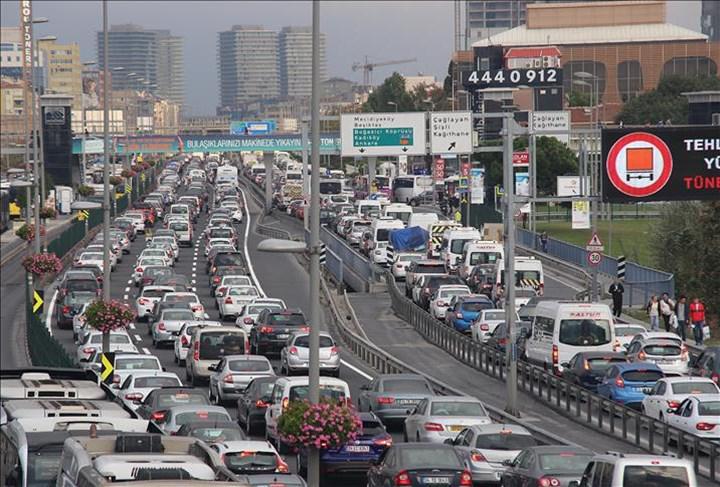 Google Haritalar, trafik sıkışıklıklarını daha oluşmadan tahmin edebilecek hale geliyor