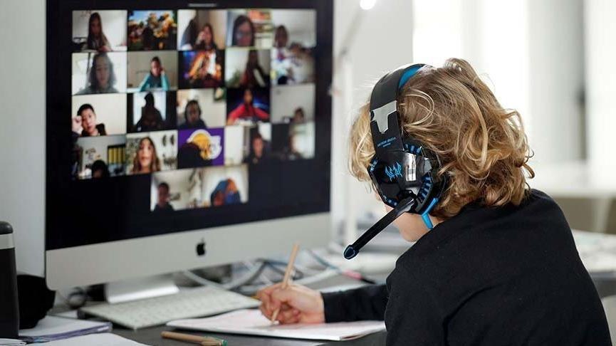 Bi' Bitmediniz: Siber Sapıklar, Öğrenci ve Öğretmenlere 18+ Videolar İzletiyor