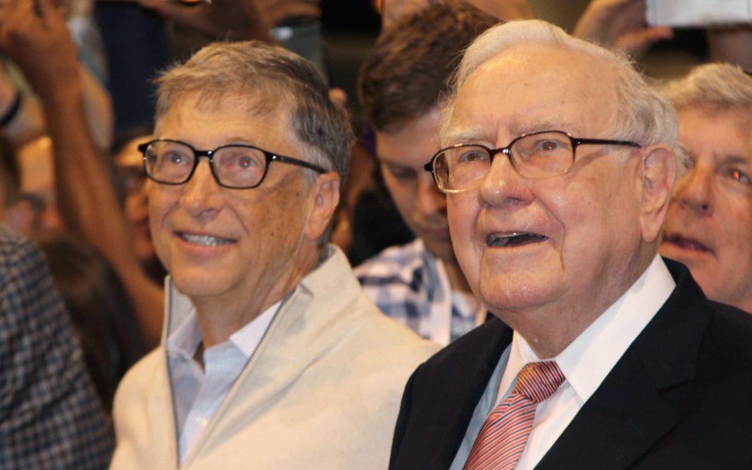 Warren Buffett, Yıllar Önce Bill Gates'i 400 Milyon Dolarlık Bir Yüzük Alması İçin Trollemiş
