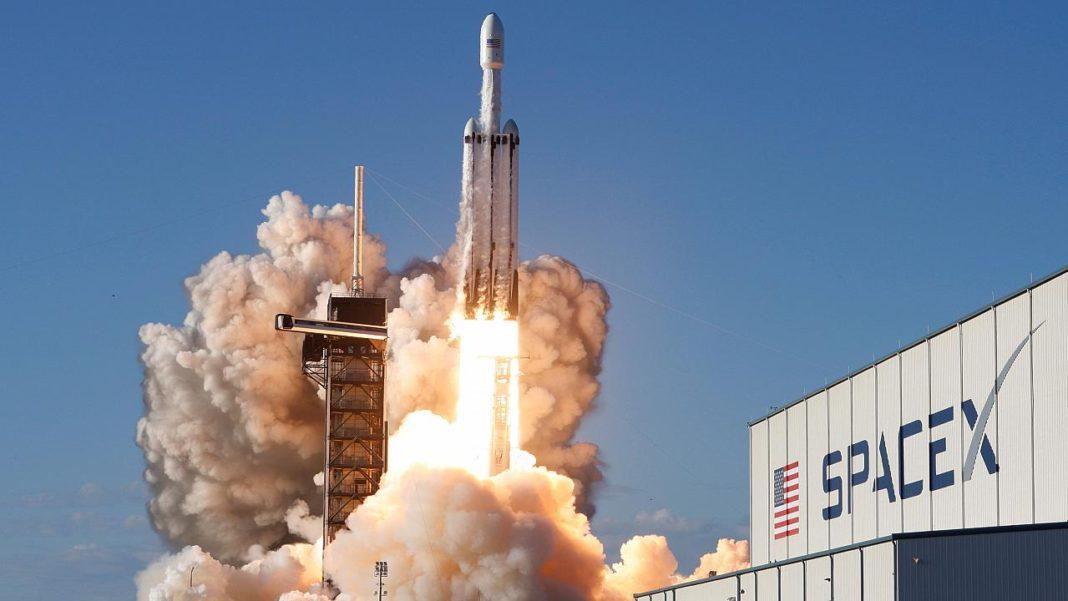 Elon Musk, Sıfır Karbon Salınımlı Roketlerin Yolda Olduğunu Söyledi