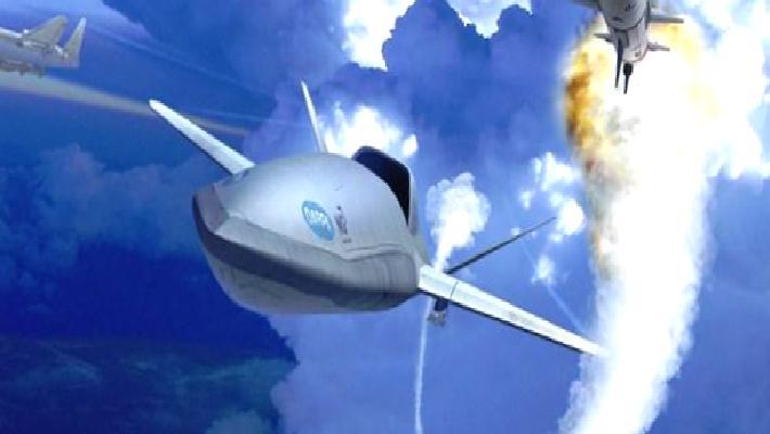 """ABD, kendi füzesini taşıyan ve uçaktan fırlatılan """"LongShot"""" dron projesi üzerinde çalışıyor"""