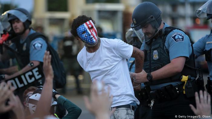 ABD'de Polisler, Çekilen Videolarının Paylaşılmasını Engellemek İçin Telifli Müzik Çalıyor