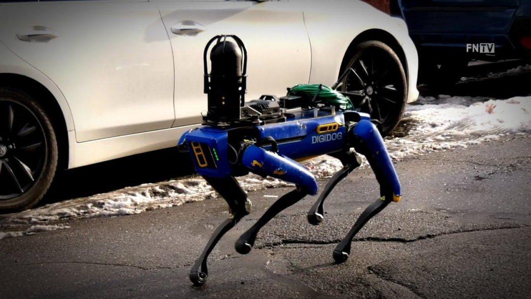 Boston Dynamics'in robot köpeği polis operasyonunda görev aldı