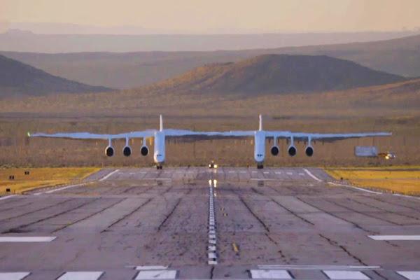 Dünyanın en büyük uçağı 'Roc' ikinci kez havalandı