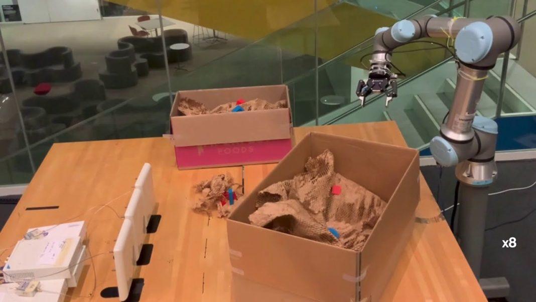 Radyo dalgalarını kullanarak gizli nesneleri bulabilen robot geliştirildi