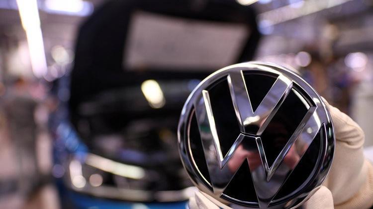 Volkswagen Kendi Şakasının Kurbanı Oldu: Şirketin Hisseleri Düştü